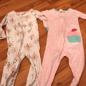 Lot of two pair of zip up pajamas size 3t
